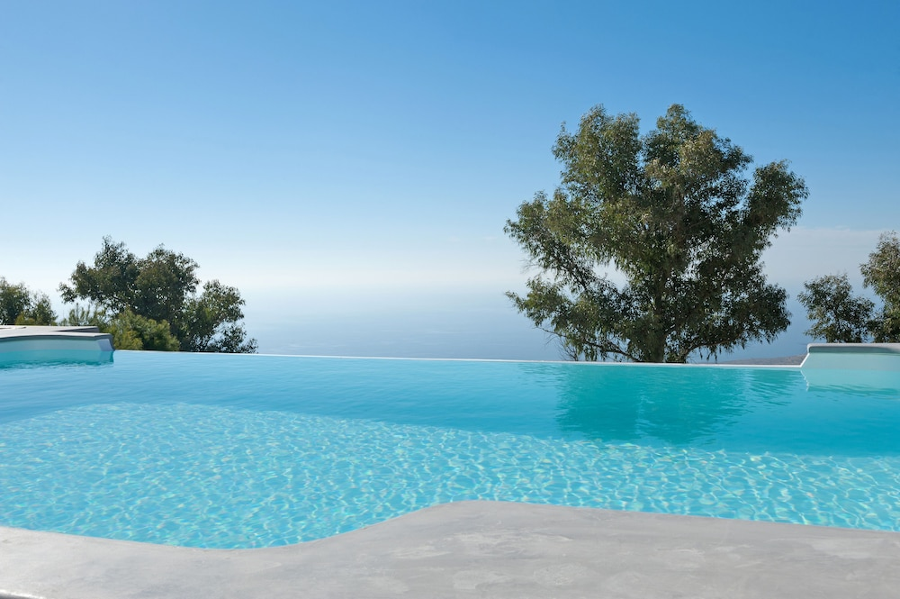 Infinity Pool, Santorini Heights