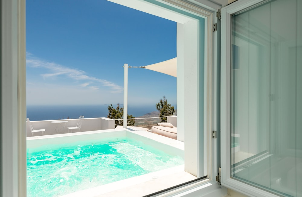 Jetted Tub, Santorini Heights
