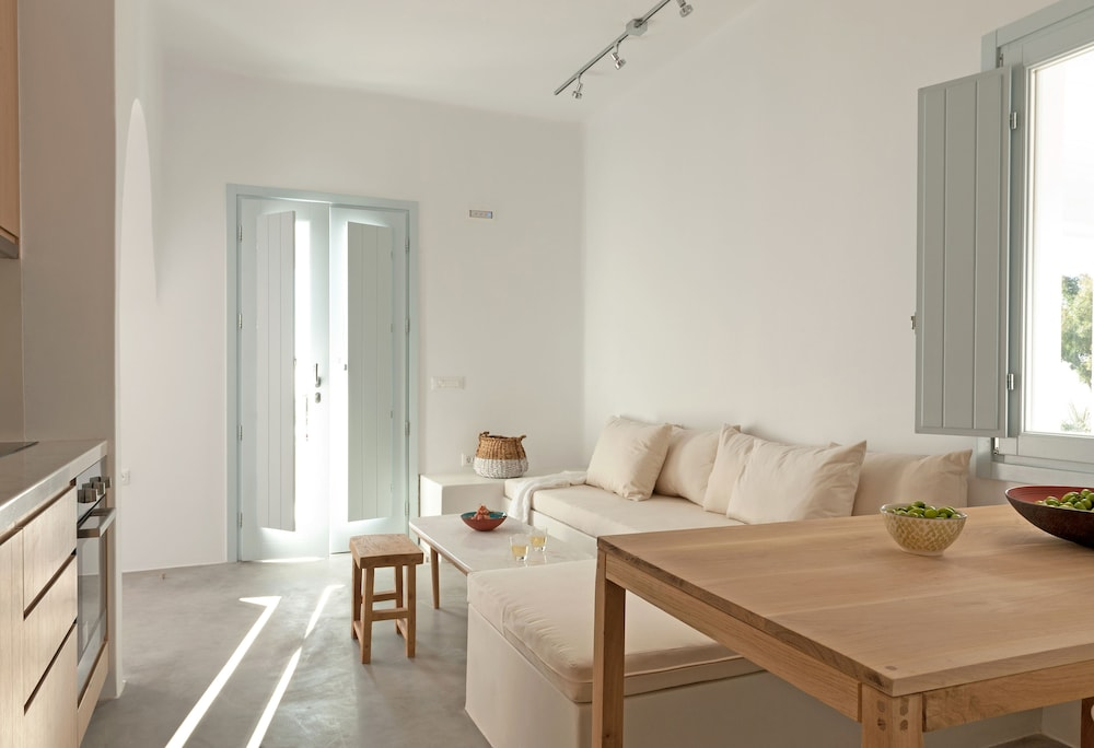 Living Area, Santorini Heights