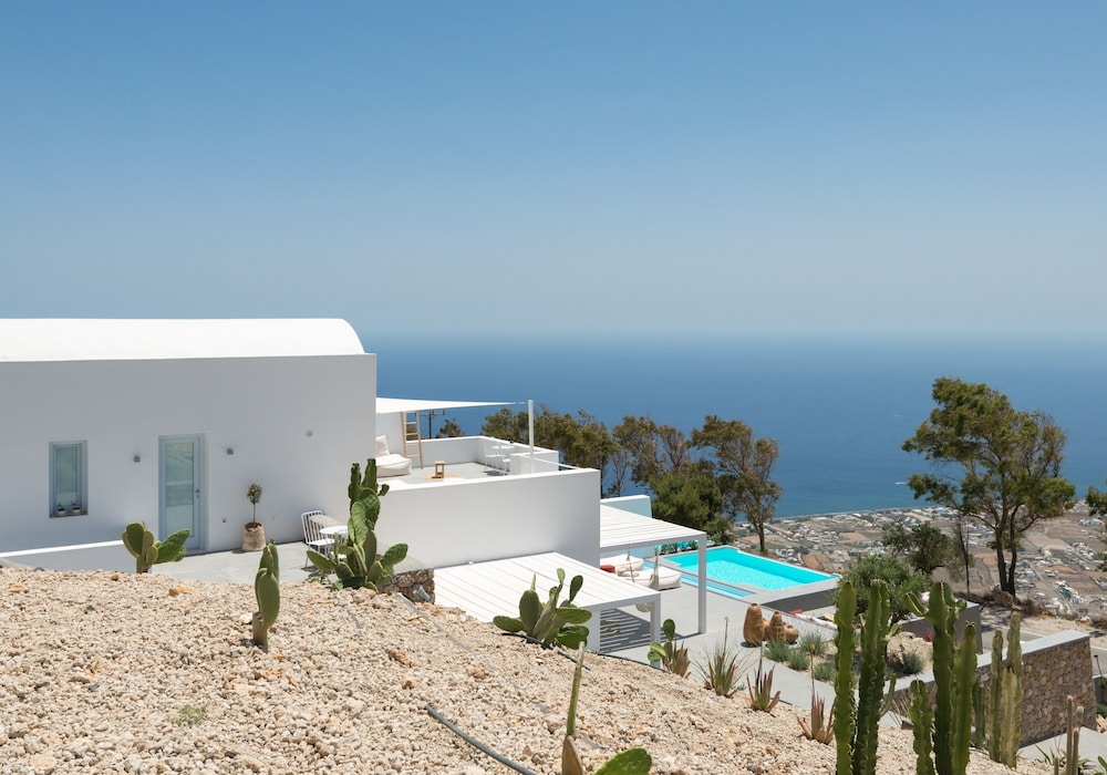 Exterior, Santorini Heights