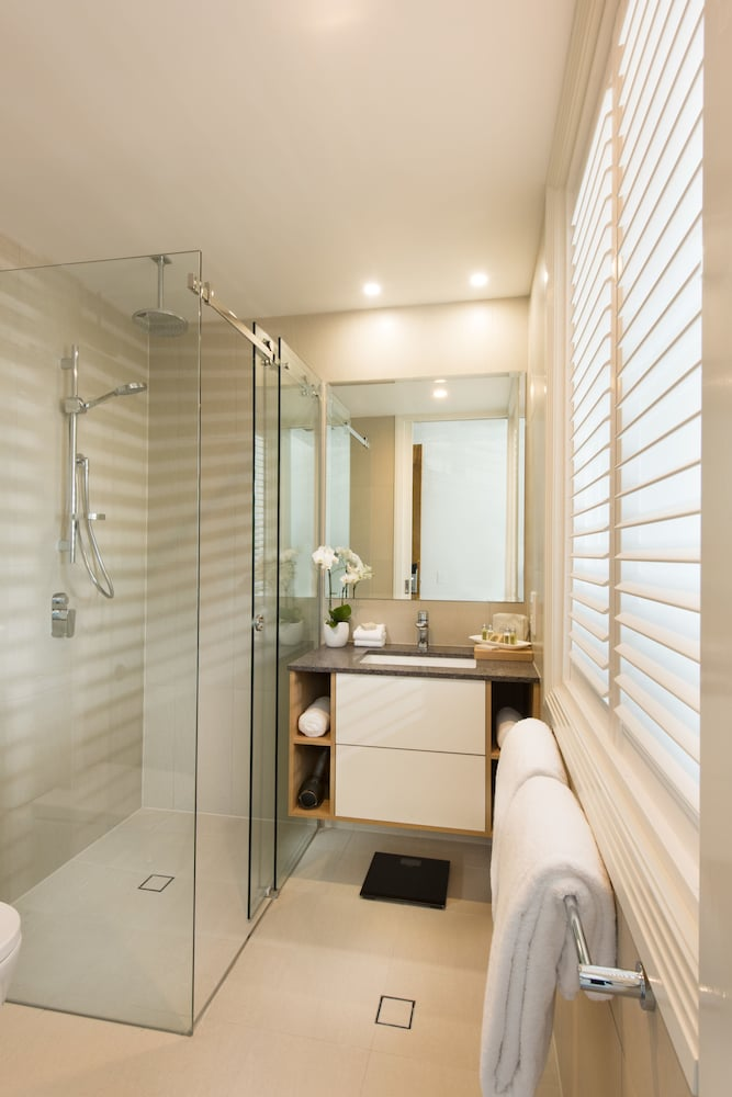 Bathroom, Heart Hotel and Gallery Whitsundays