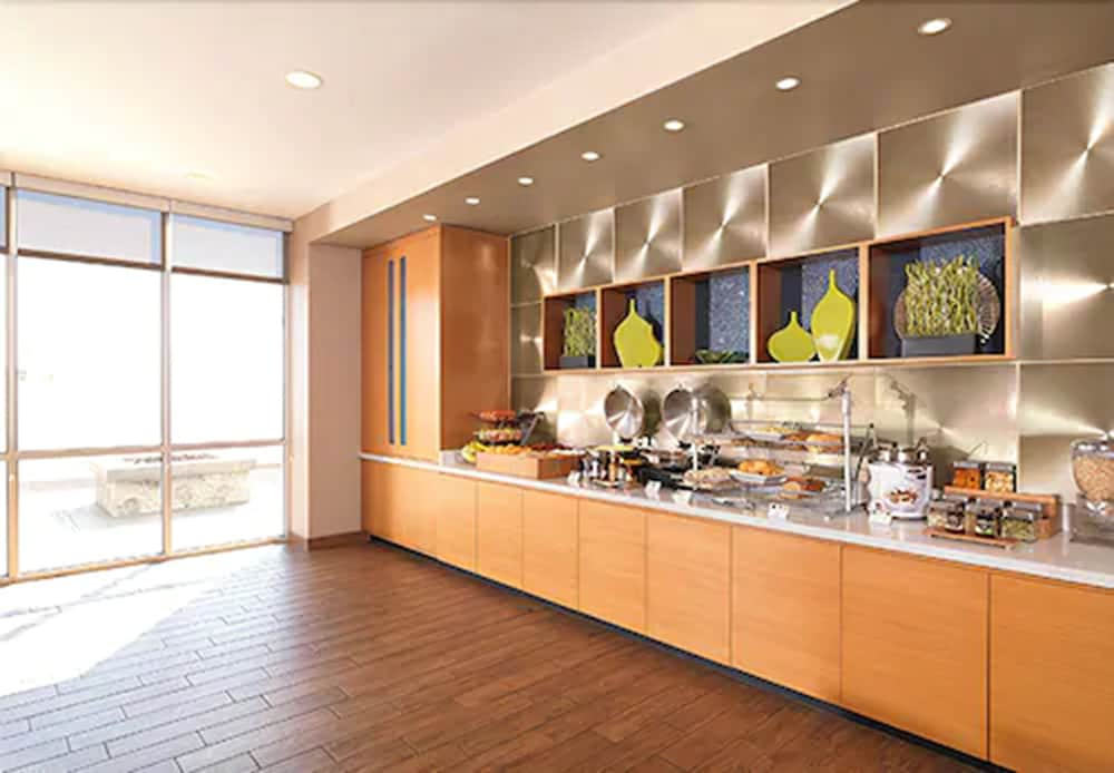Breakfast Area, Springhill Suites by Marriott Charleston Mount Pleasant