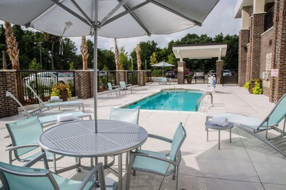 Outdoor Pool, Springhill Suites by Marriott Charleston Mount Pleasant