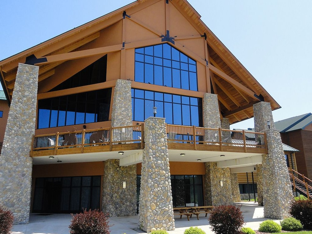 Book the Three Bears Resort - Located in Warrens, this family-friendly resort is mi ( km) from Cranberry Discovery Center, and within 12 mi (20 km) of Butts Park and Hiawatha Golf Club. Area Community Theatre is mi (19 km) away/5(78).