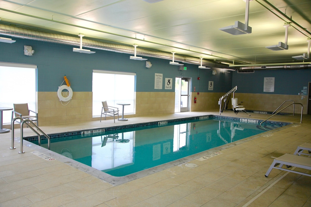 Pool, Holiday Inn Express & Suites Oswego, an IHG Hotel
