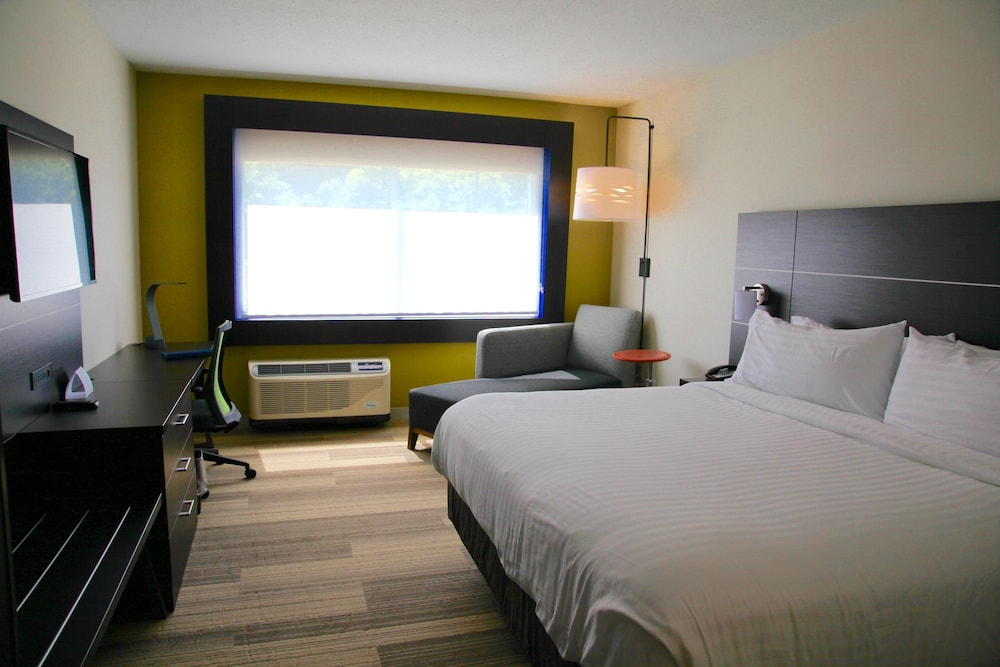 Room, Holiday Inn Express & Suites Oswego, an IHG Hotel