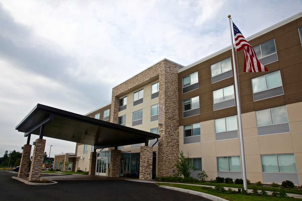 Exterior, Holiday Inn Express & Suites Oswego, an IHG Hotel
