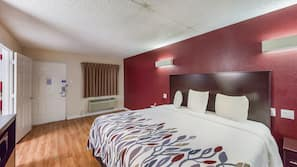 1 bedroom, blackout drapes, free WiFi, bed sheets