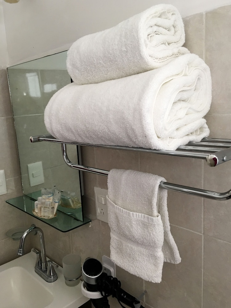 Bathroom Amenities, Metropoli Suites Ejecutivas