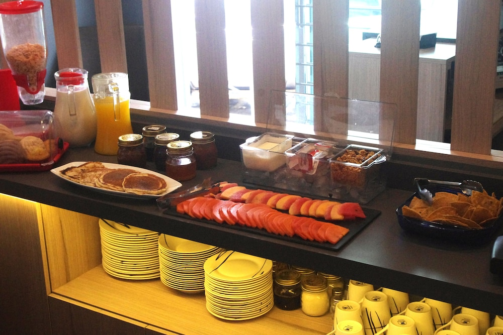 Breakfast Meal, Metropoli Suites Ejecutivas