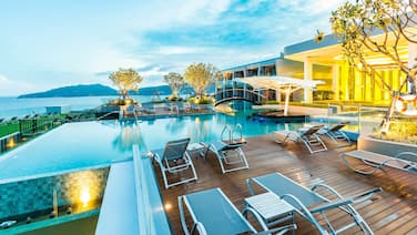 Crest Resort & Pool Villas