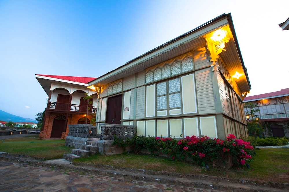 Front of Property - Evening/Night, Las Casas Filipinas de Acuzar