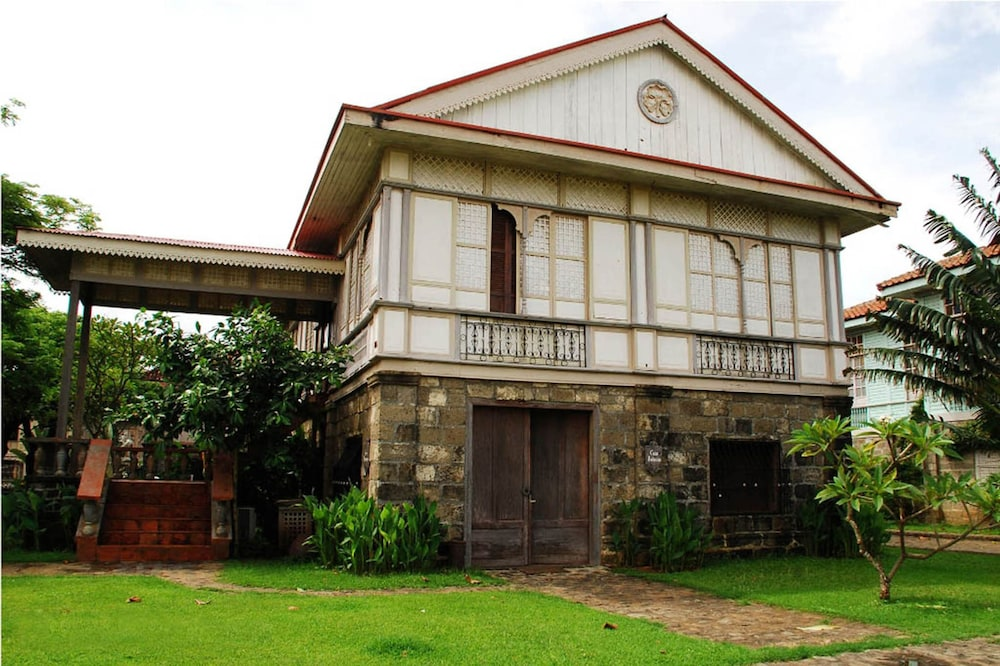 Front of Property, Las Casas Filipinas de Acuzar