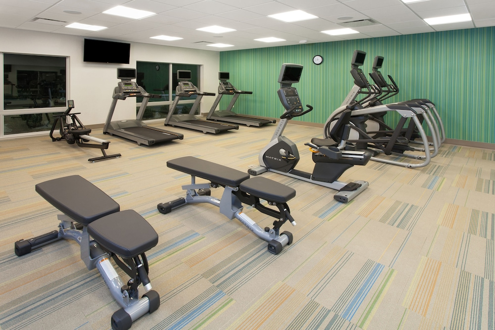 Fitness Facility, Holiday Inn Express and Suites Detroit/Sterling Heights, an IHG Hotel