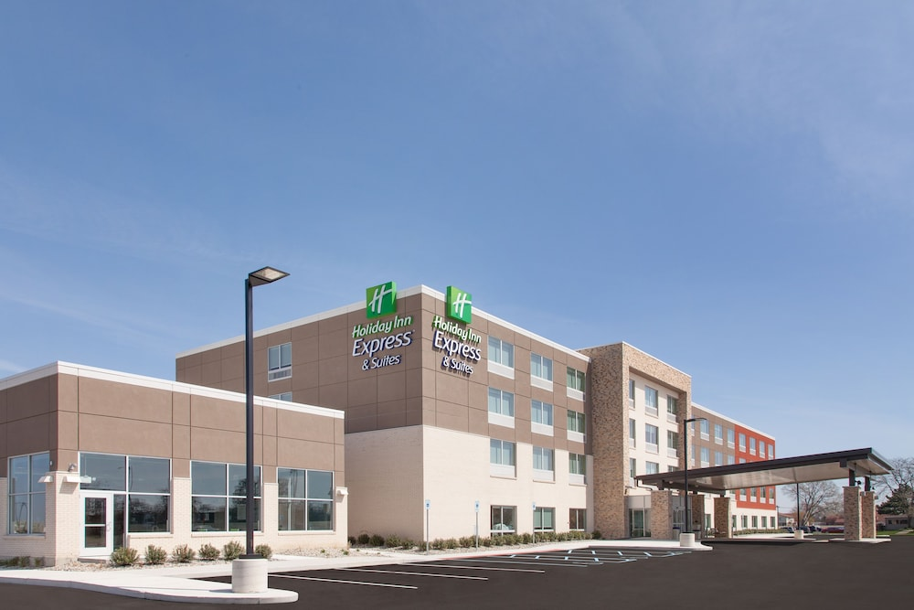 Exterior, Holiday Inn Express and Suites Detroit/Sterling Heights, an IHG Hotel