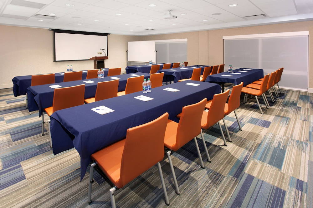 Meeting Facility, Holiday Inn Express and Suites Detroit/Sterling Heights, an IHG Hotel