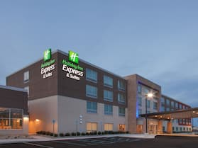 Holiday Inn Express and Suites Detroit/Sterling Heights, an IHG Hotel