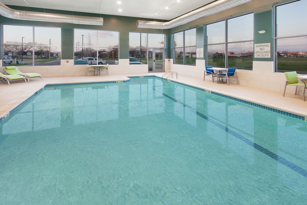 Pool, Holiday Inn Express and Suites Detroit/Sterling Heights, an IHG Hotel