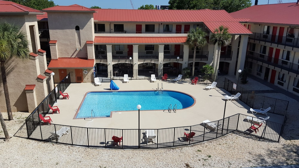 Outdoor Pool, Tricove Inn & Suites