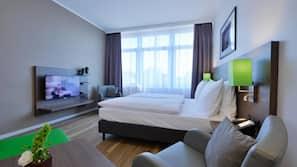 Sengetøy av topp kvalitet, safe på rommet, skrivebord og lydisolert