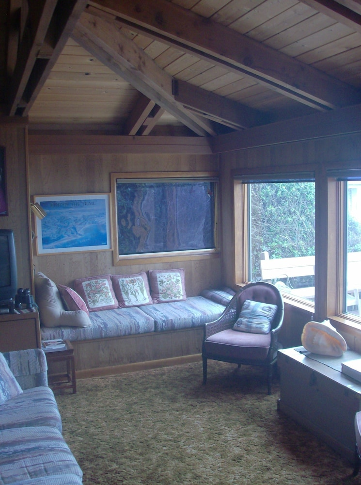 Living Area, Shaw's Oceanfront Bed and Breakfast