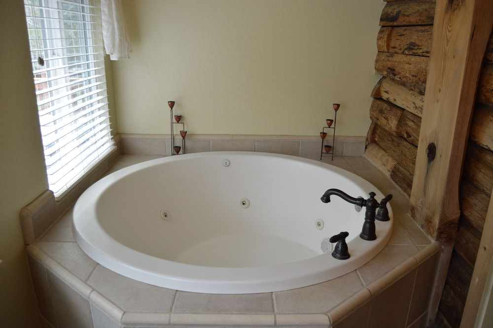 Jetted Tub, Red Bud Lodge