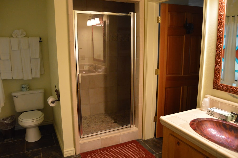 Bathroom, Red Bud Lodge