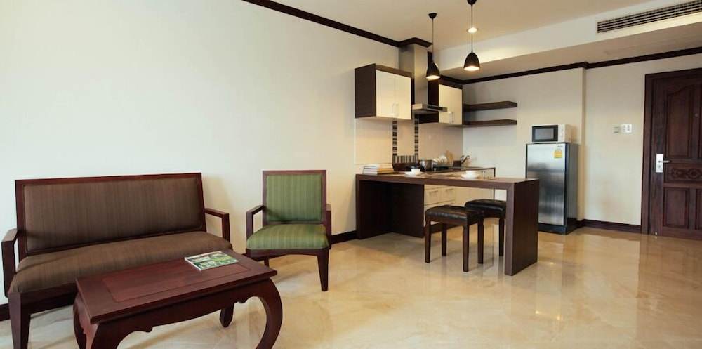 Living Area, Capitol Residence