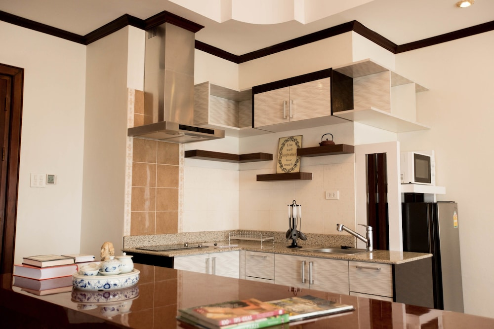 Private Kitchen, Capitol Residence