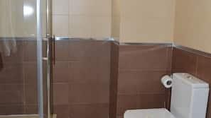 Ducha, artículos de higiene personal gratuitos y secador de pelo