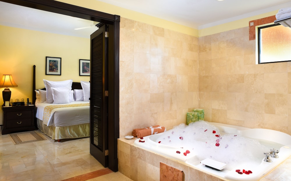 Bathroom, Royal Level at Occidental Cozumel - All Inclusive