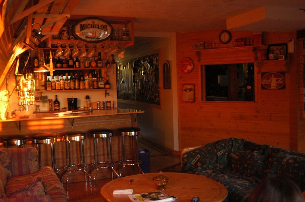 Sports Bar, Yellow Dog Lodge