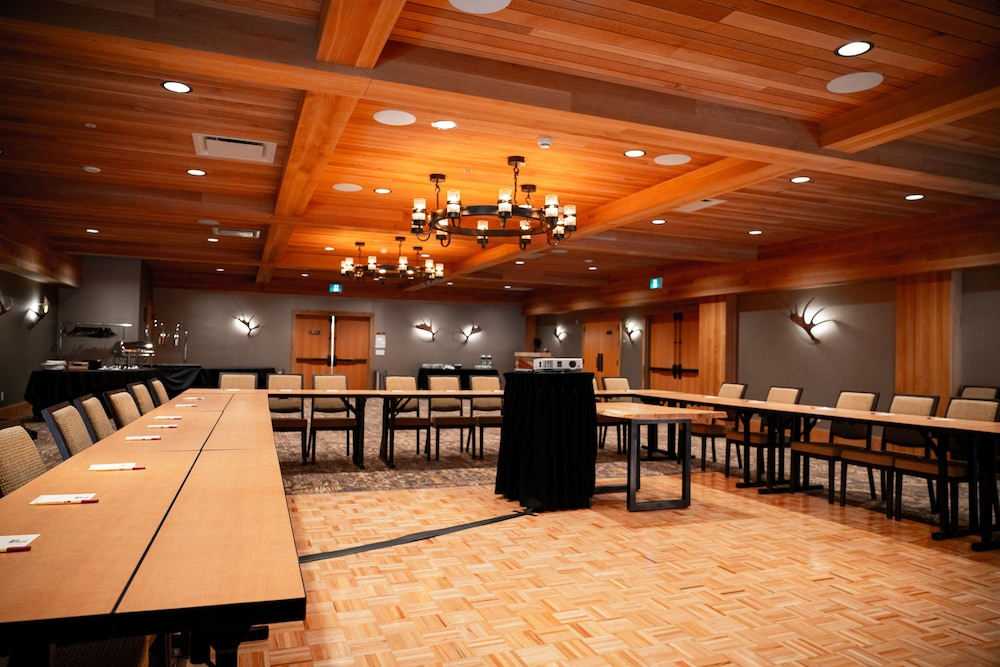Meeting Facility, Moose Hotel And Suites