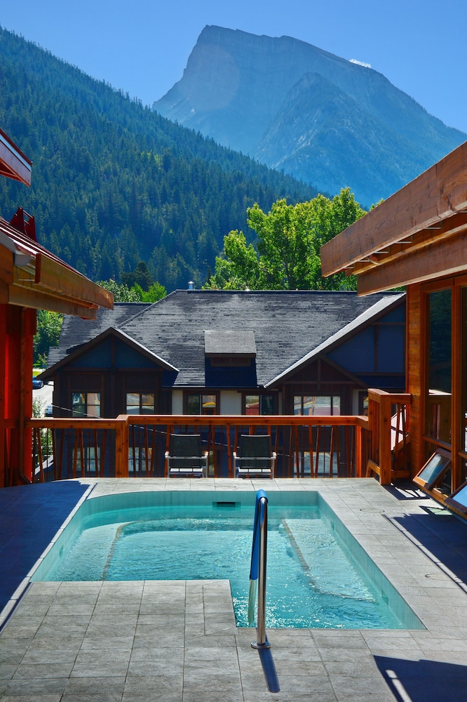 Outdoor Pool, Moose Hotel And Suites