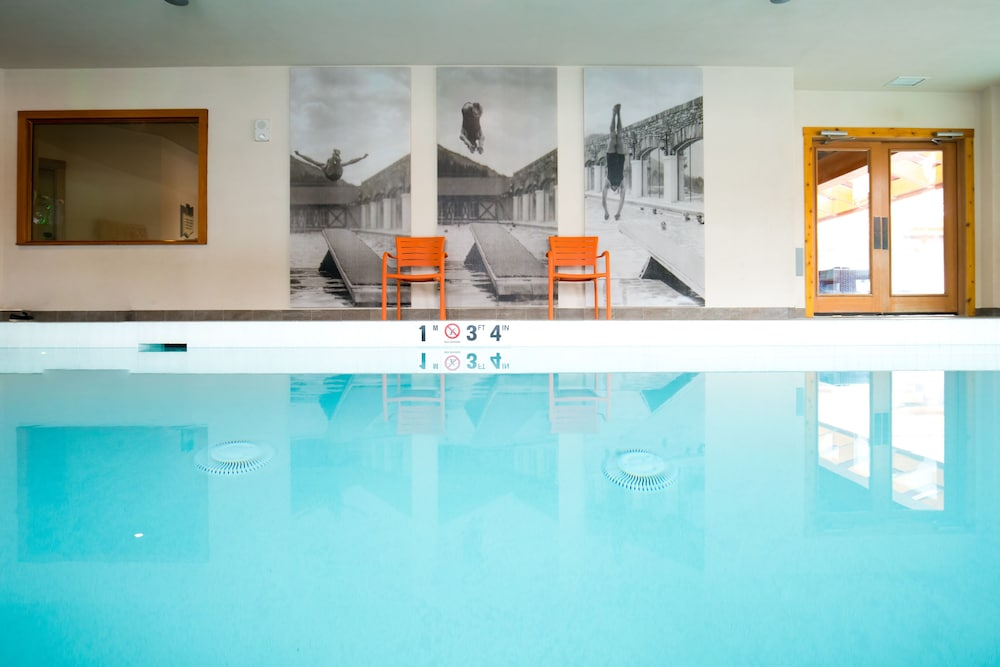 Indoor Pool, Moose Hotel And Suites