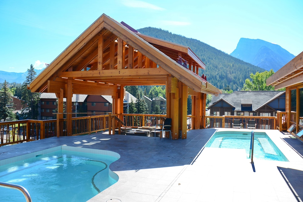 Rooftop Pool, Moose Hotel And Suites