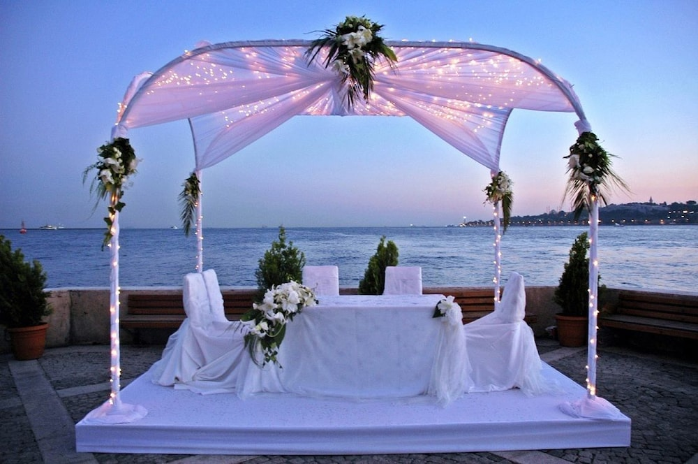 Outdoor Wedding Area, Beach Bay Cottages