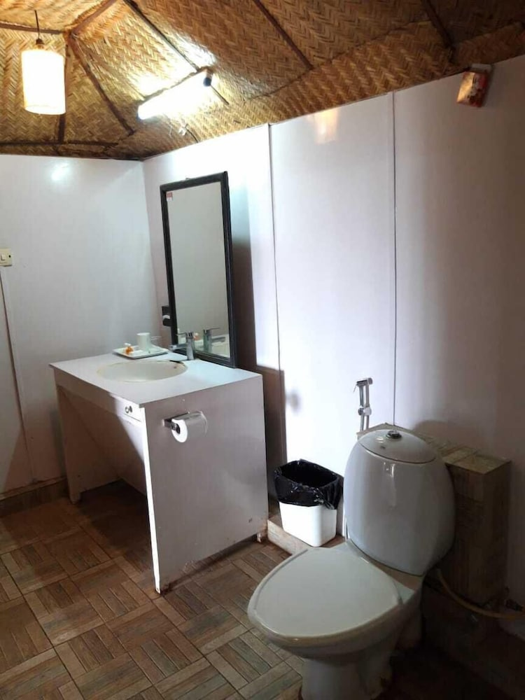 Bathroom, Beach Bay Cottages