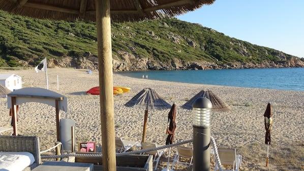 Aan het strand, ligstoelen aan het strand