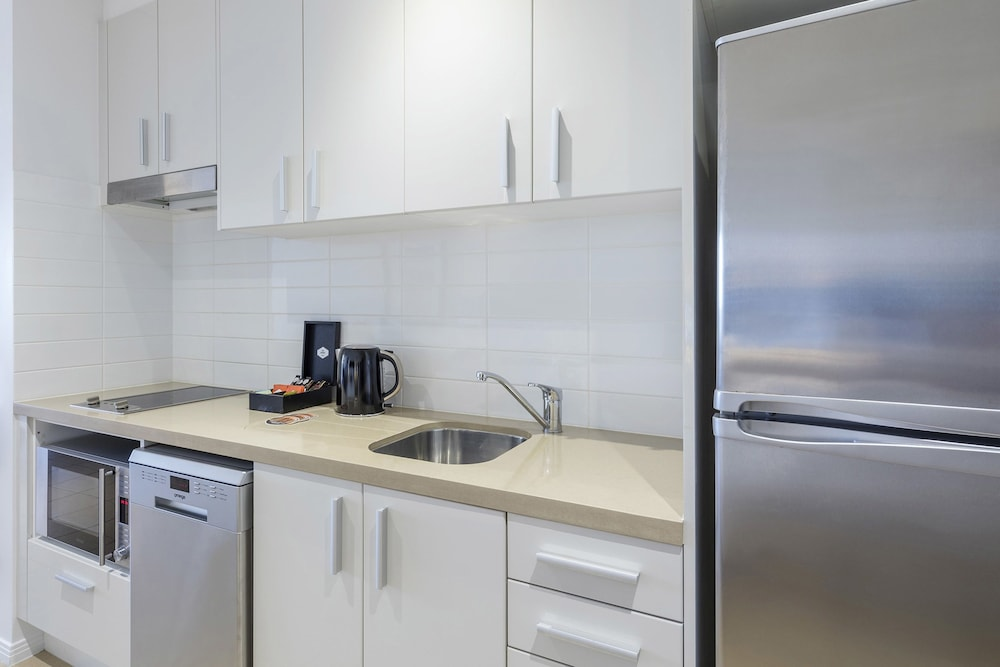Private Kitchenette, Meriton Suites Broadbeach, Gold Coast