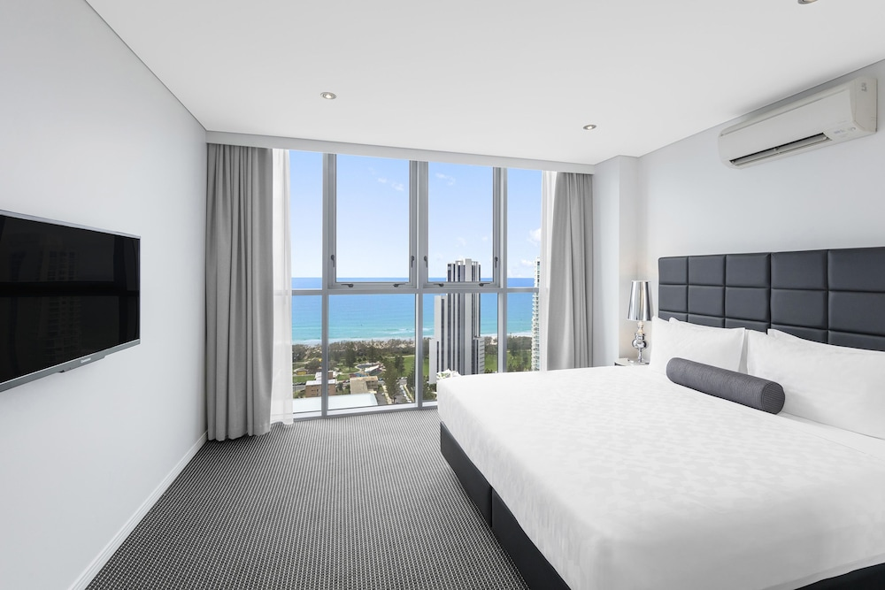 Room, Meriton Suites Broadbeach, Gold Coast