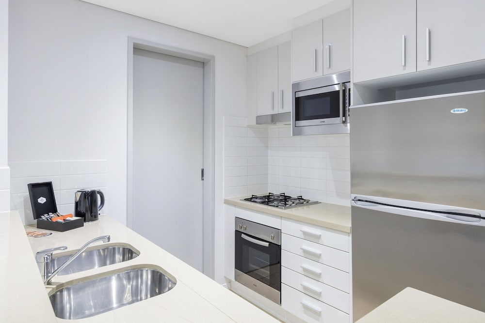 Private Kitchen, Meriton Suites Broadbeach, Gold Coast