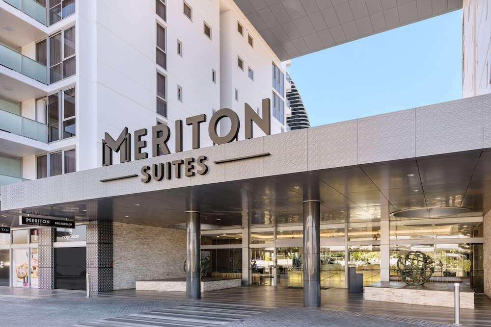 Property Entrance, Meriton Suites Broadbeach, Gold Coast