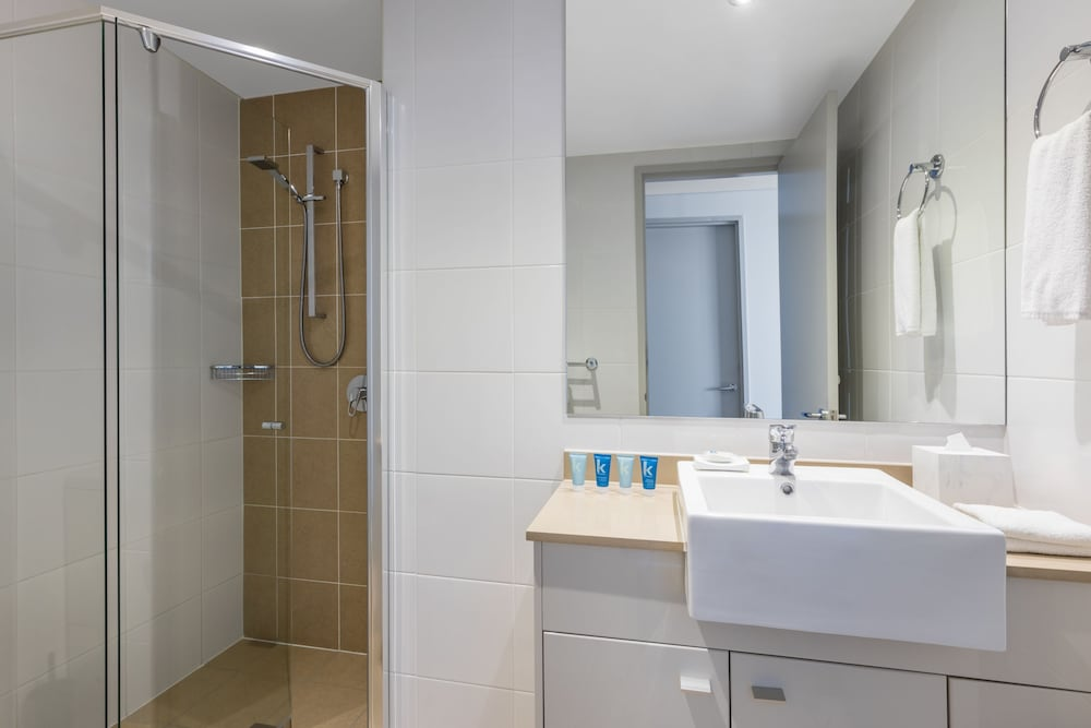 Bathroom, Meriton Suites Broadbeach, Gold Coast