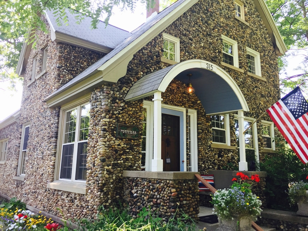 Featured Image, Aberdeen Stone Cottage Bed & Breakfast