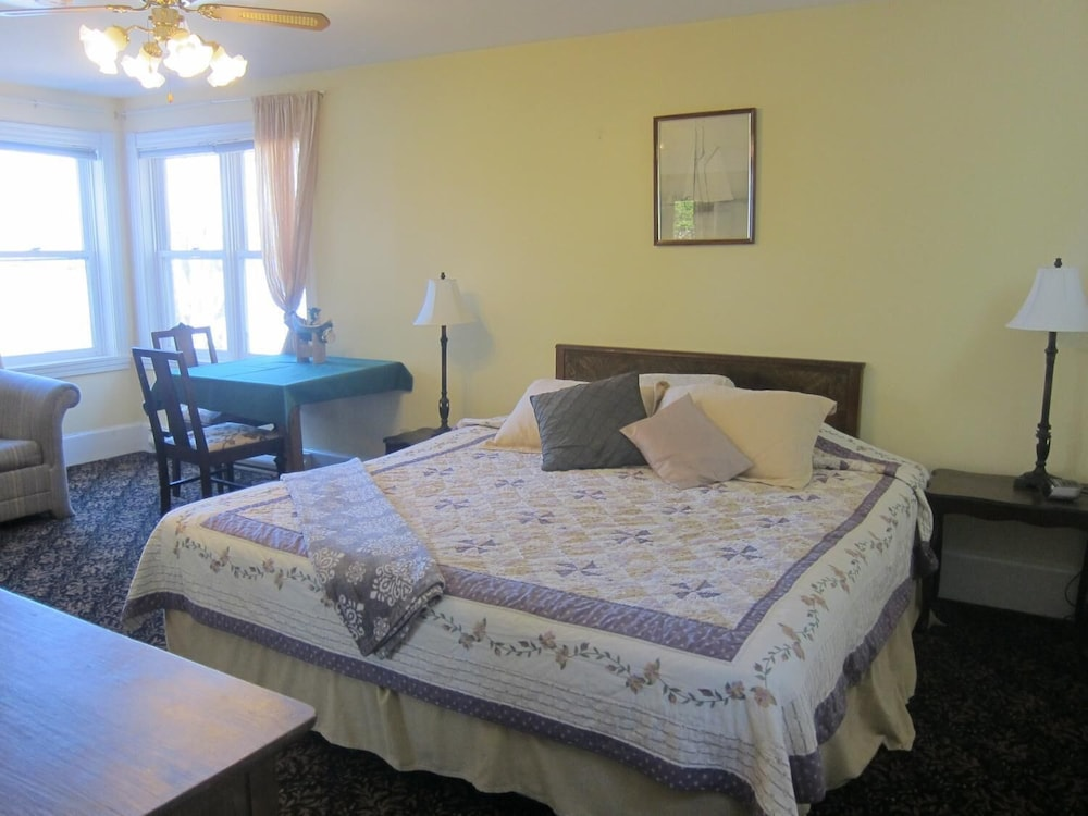 Room, Salmon River Country Inn