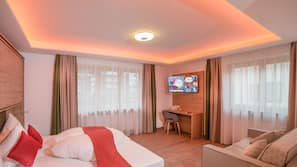 Premium bedding, in-room safe, desk, free cribs/infant beds