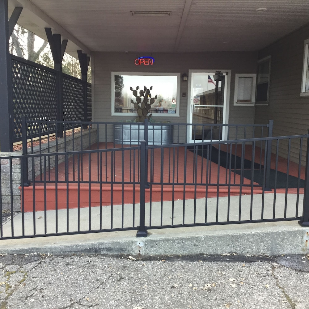 Property Entrance, The Triangle Motel