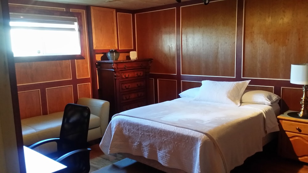 hay river chat rooms Looking for hay river motels or hay river hotels our hay river accommodations have a bedroom, living room and kitchenette clean, quiet, comfortable hay river suites best option for you.