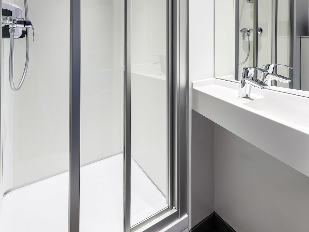 hotelf1 nice villeneuve loubet r nov nice 2019 room prices reviews travelocity. Black Bedroom Furniture Sets. Home Design Ideas